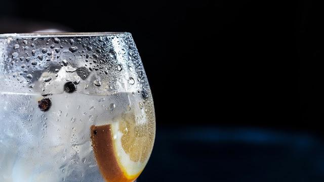 16 Efek Buruk Minum Air Dingin Setelah Makan untuk Tubuh