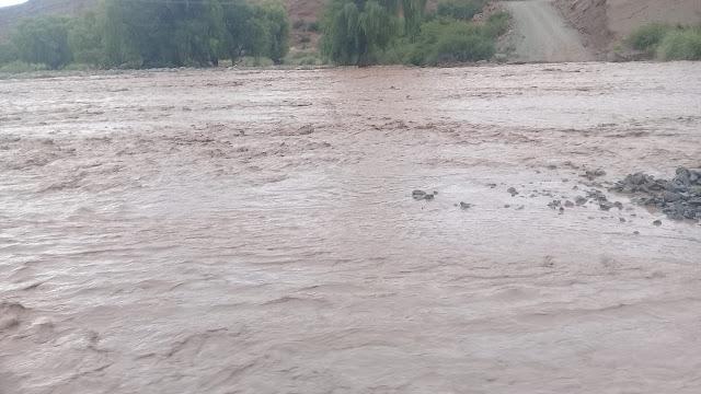 Im Fluss hatten wir auch schon eine Menge Wasser. Eine Überquerung ist dann nicht möglich.