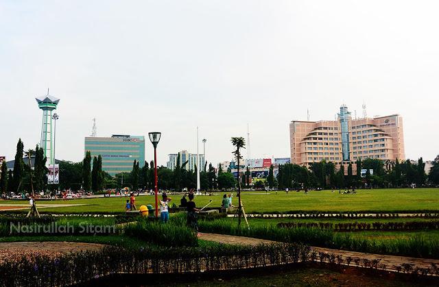 Suasana di Simpang Lima Semarang kala pagi