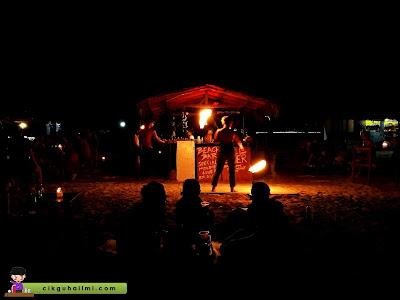 Persembahan show api di Pulau Perhentian