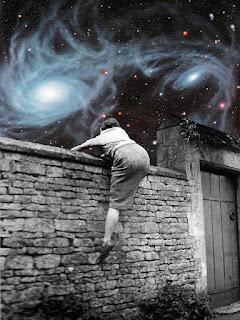 Γυναίκα-σκαρφαλώνει-σε-τοίχο