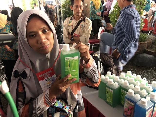Jokowi Borong 100 Ribu Botol Sabun Cuci Piring Senilai Rp2 Miliar
