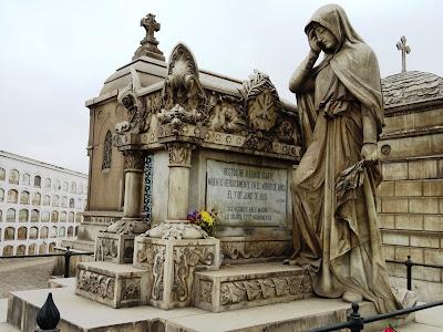 Resultado de imagen para cementerio presbitero maestro