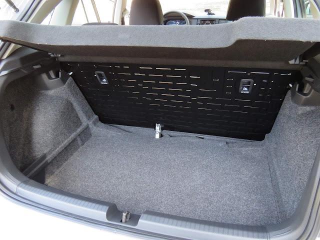 VW Polo 1.6 MSI - porta-malas de 300 litros
