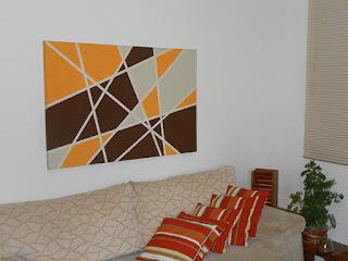 sala-de-estar-com-quadro-pintado-com-tinta-abrir-janela