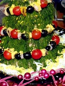 """рецепты новогодние, блюда новогодние, стол новогодний, закуски новогодние, закуски, ёлка, закуски""""Ёлочка"""", блюда """"Ёлочка"""",рецепты, оформление блюдо, блюда праздничные, ёлочки съедобныеОбъемная ёлка из салата и морепродуктов"""