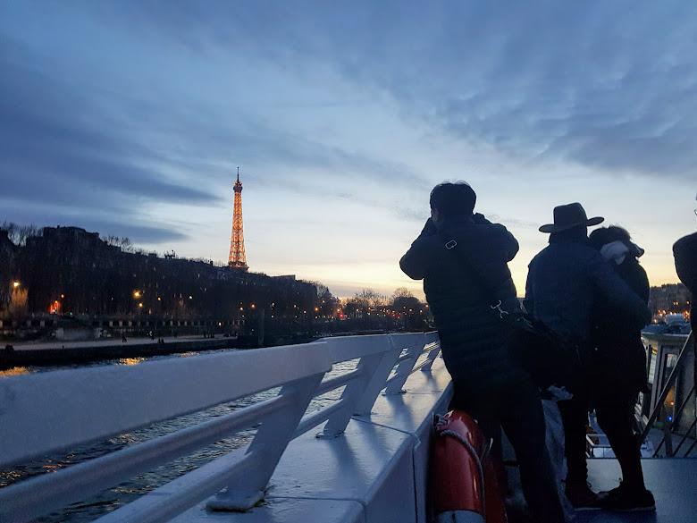 船上的夜間塞納河