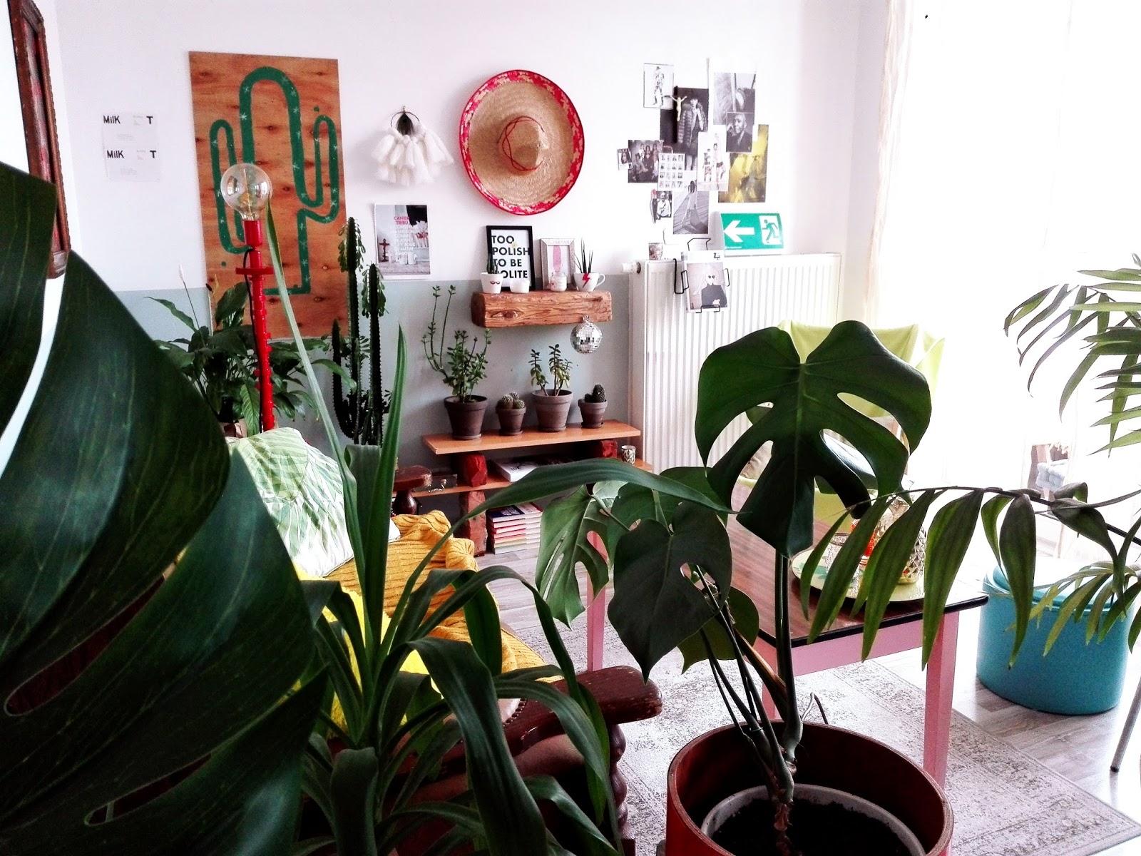 Wnętrzarski typ numer trzy i półka na kwiaty ze starych cegieł.