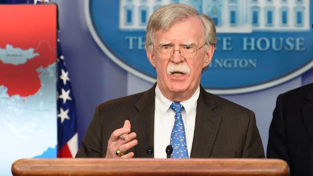 """Bolton sugiere a Maduro renunciar antes de acabar en una zona """"playera como Guantánamo"""""""
