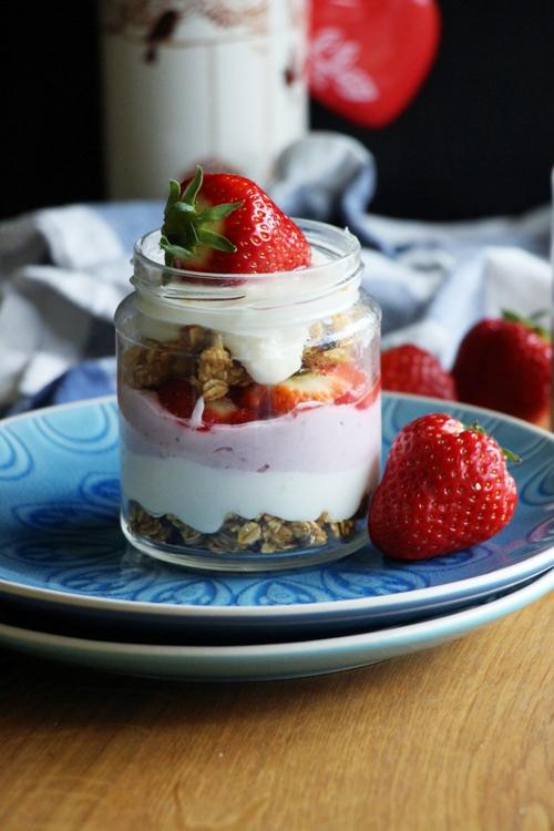 Kokos - Erdbeer - Schichtdessert, vegan und Glutenfrei