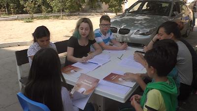 """Бахаи в Азербайджане изучают книгу """"Учиться совершенству"""""""