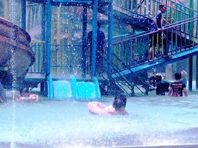 wisata keluarga di jombang wahana bermain air tirtaland jombang rh indah haya blogspot com wisata kolam renang di jombang kolam renang di wonosalam jombang