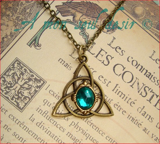 collier triquetra celtique vert émeraude celtic necklace green emerald
