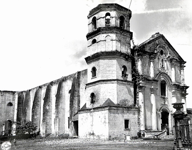 Ruins of the cathedral in Lipa, Batangas in May 1945.  Image source:  United States National Archives.