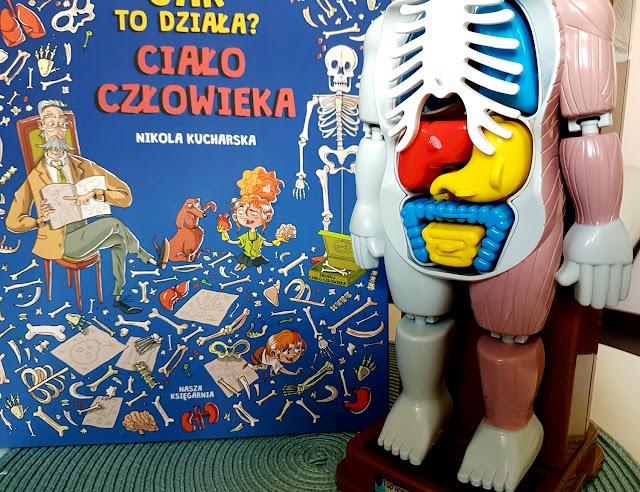 Jak to działa. Ciało człowieka - Nikola Kucharska - Nasza Księgarnia - książeczki i gry dla dzieci - Trefl - puzzle edukacyjne - moje ciało - mały chirurg - operacja - gra zręcznościowa