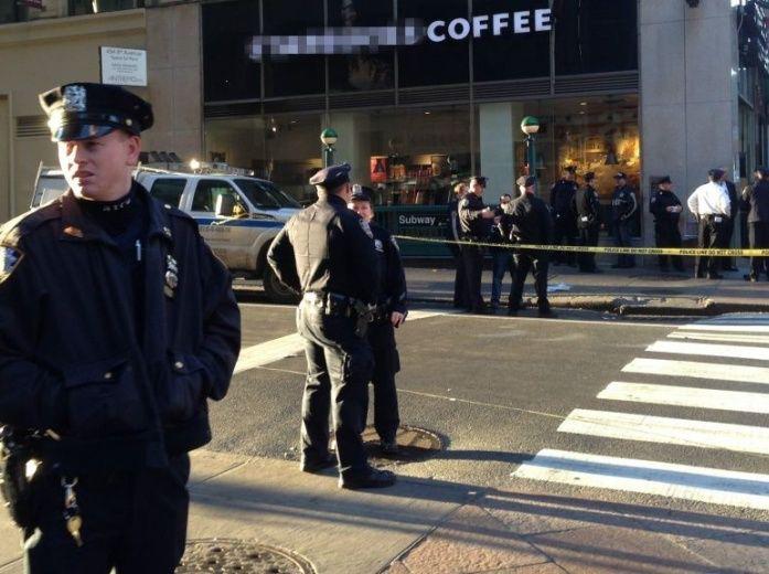 Hombre prende fuego a su novia frente a cafetería en NY