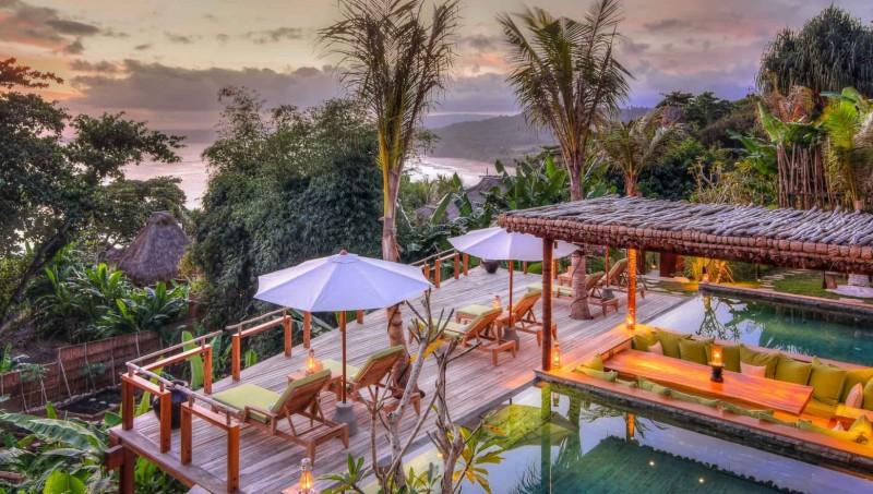 Penampakan Hotel Nihiwatu Sumba saat sunset