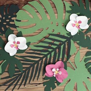 https://1001dekoracji.pl/sklep,195,11252,dekoracja_papierowa_orchidee_tropical_party_6szt.htm