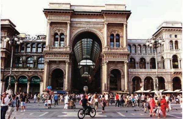 Piazza Duomo Simbol Keagungan Kota Milan