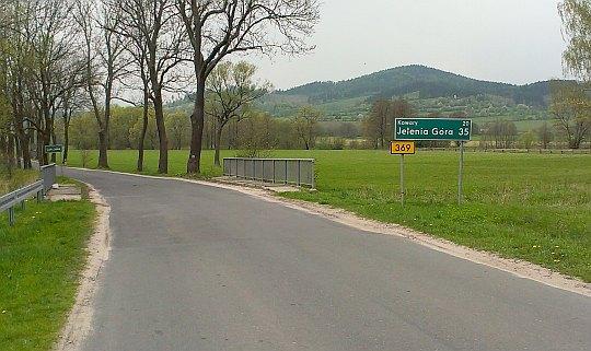 Przed Bukówką na drodze krajowej 369.