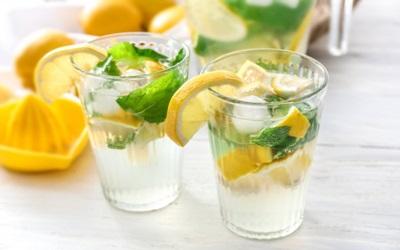 Ternyata Minum Air Lemon Dingin Bisa Hancurkan Batu Ginjal
