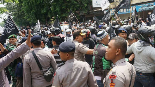 Aksi Bela Tauhid, Ribuan Orang Geruduk Kantor PCNU Solo
