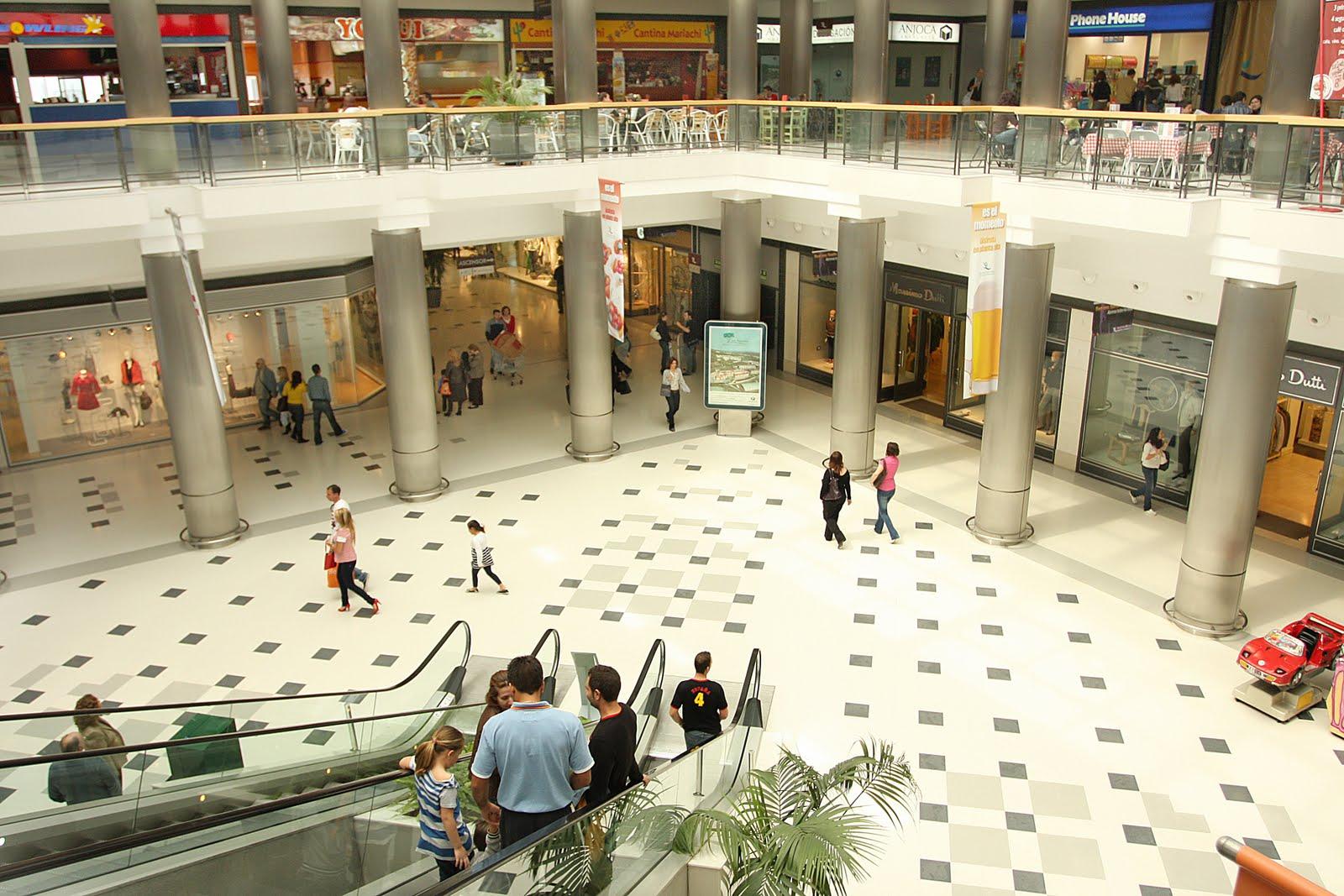 En un centro comercial - 1 7