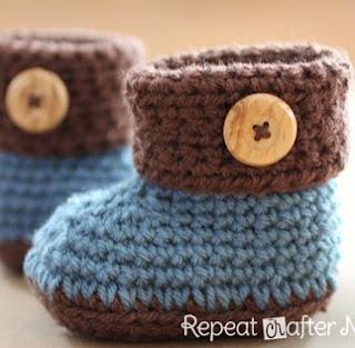 http://translate.googleusercontent.com/translate_c?depth=1&hl=es&rurl=translate.google.es&sl=en&tl=es&u=http://www.repeatcrafterme.com/2012/10/crochet-cuffed-baby-booties-pattern.html&usg=ALkJrhjd8UlvAjF95RqvMa5Ox_GuyP7u4g