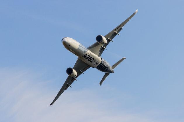 Η τρομακτική στιγμή που δύο αεροσκάφη πετούν ξυστά το ένα δίπλα από το άλλο στα 35.000 πόδια