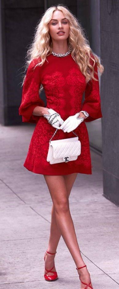 Woman in red: Look do dia de Candice Swanepoel mulher de vermelho