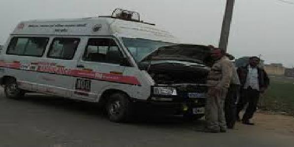 Khud-hi-bimmar-hai-marijo-ko-le-jane-baali-108-va-102-ambulance