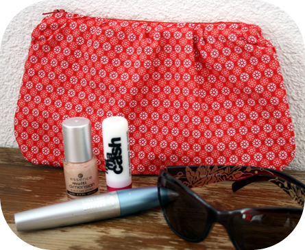 Rippled zipper pouch: tutorial - Happy in Red