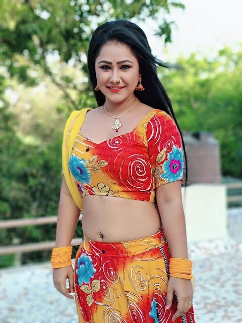 Bhojpuri heroine Priyanka Pandit, also known as Gargi Pandit Sexy photos