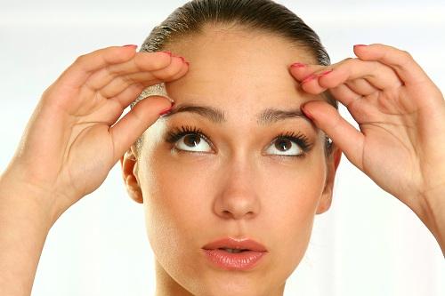 Phương pháp nâng lông mày không phẫu thuật là gì?