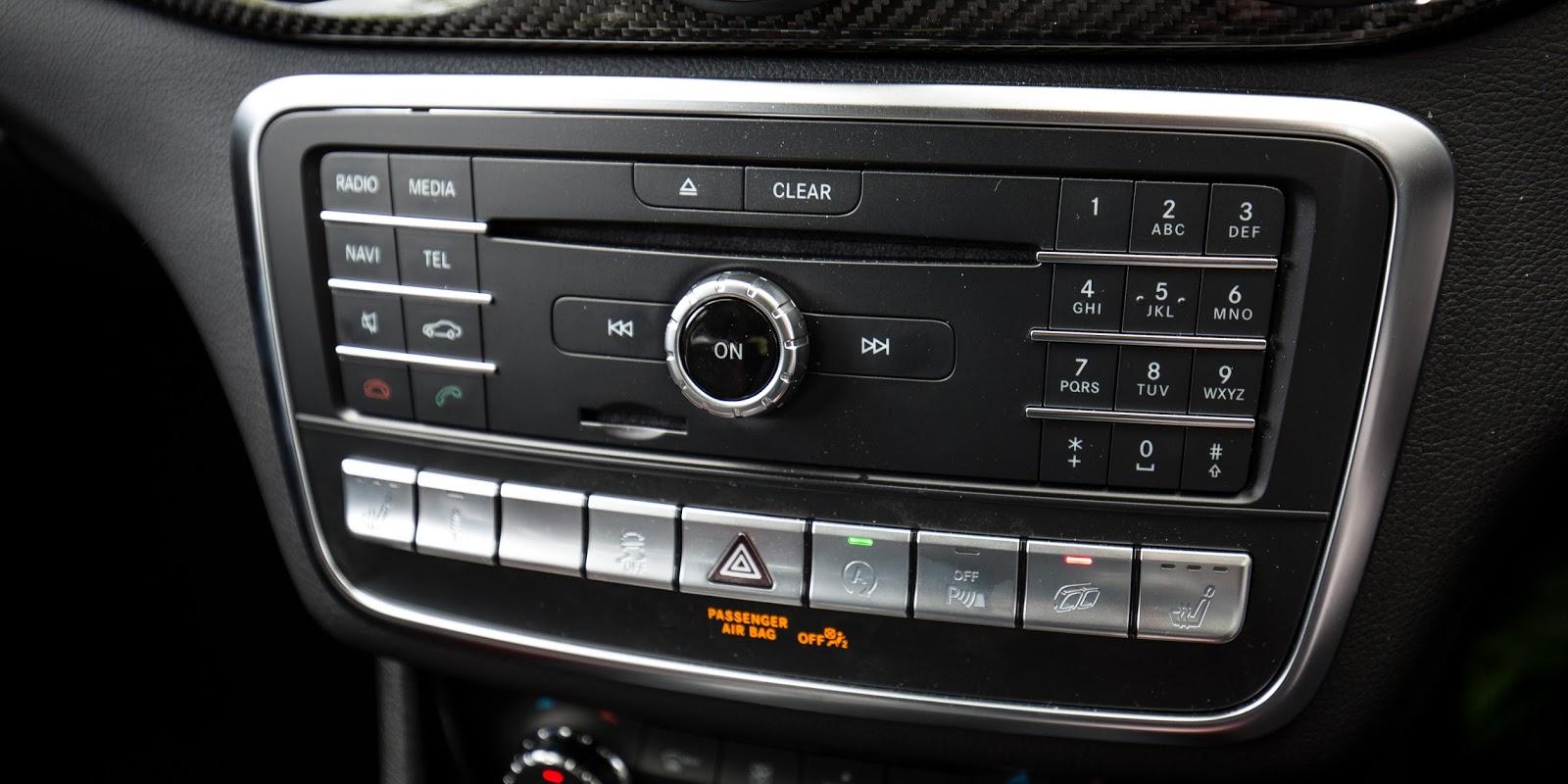 Hệ thống giải trí, kết nối trên xe...tuy nhiên quá nhiều nút bấm