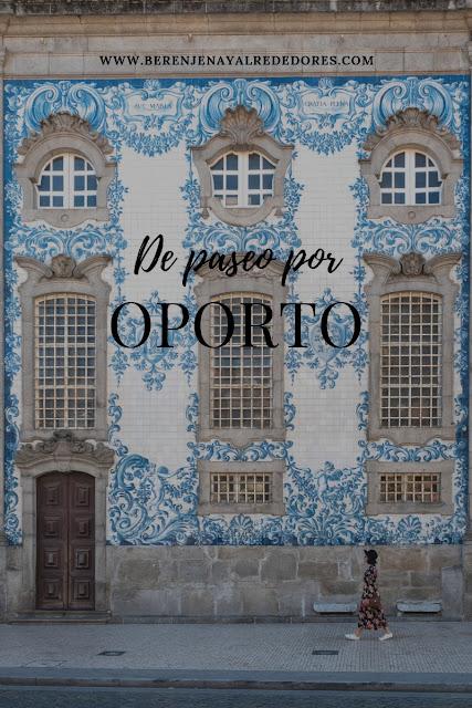 Mujer caminando frente a la fachada de la iglesia do Carmo con el texto Un paseo por Oporto