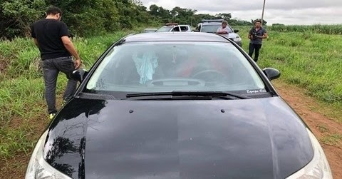 Casal morre por asfixia dentro de carro, corpos foram encontrados nus