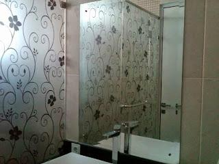 stiker kaca kamar mandi