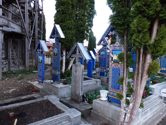 Poza sezonem na cmentarzu jest prawie pusto