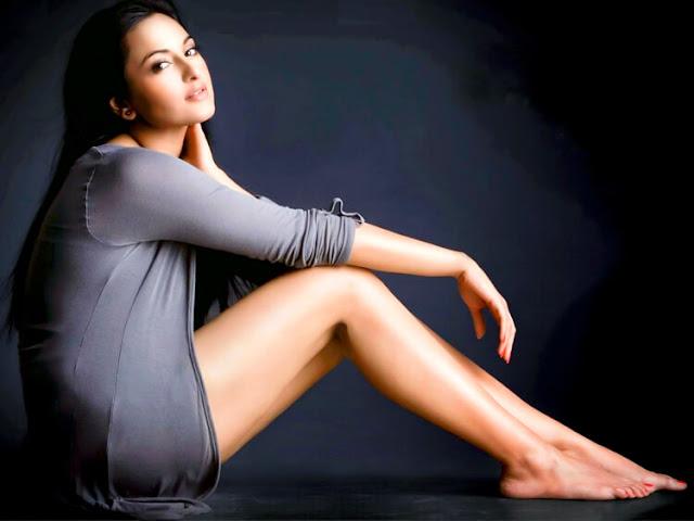 Sonakshi Sinha flaunts her sexy legs