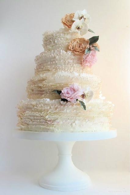 Pastel de boda para enlace primaveral - Foto: www.modwedding.com