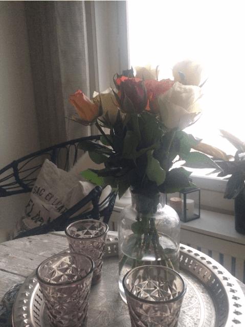 ruusut asetelma