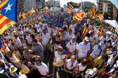 Milhares de separatistas vão às ruas na Catalunha