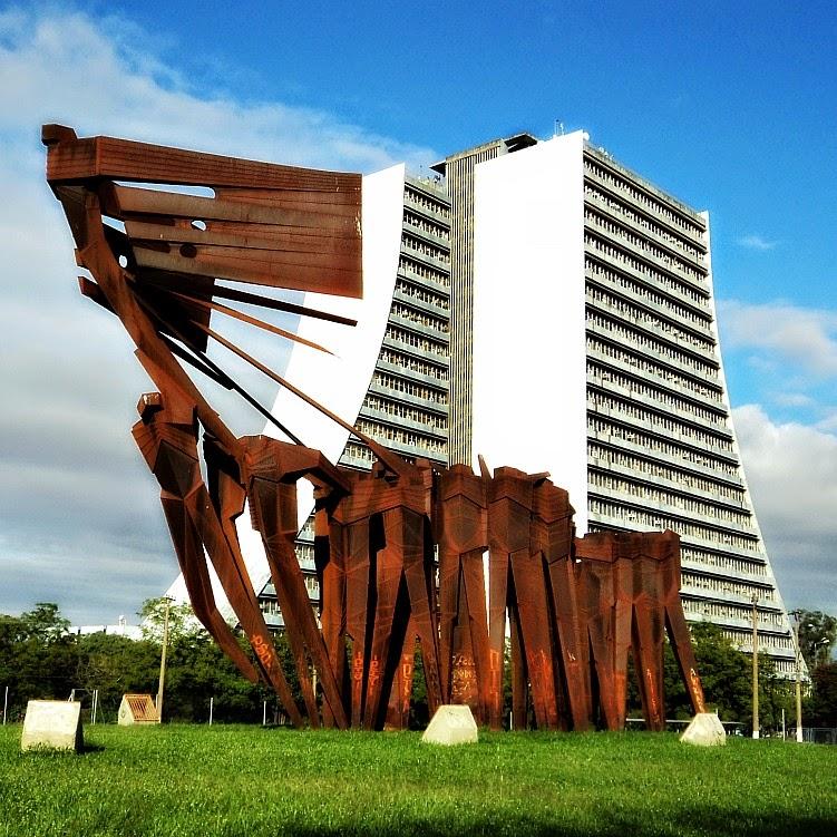 Monumento aos Açorianos e Centro Administrativo