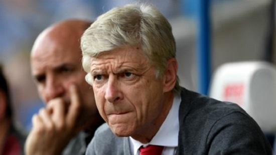 HLV Wenger thiếu vắng những trụ cột khi đối đầu với Burnley.