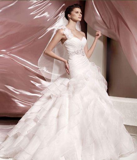 Svatební zvony vyzvánějí - I. část Hledání ideálních svatebních šatů cfbb42c35e