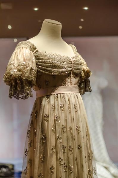 joséphine de beauharnais Mode et réinvention de l'habit de cour dans les portraits de l'impératrice  joséphine de beauharnais (1794-1809) - l'image d'une joséphine bonaparte à  la fois.