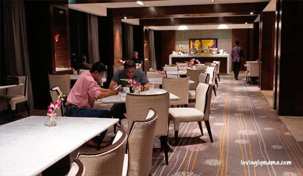 Radisson Blu Cebu - Radisson Blu business class room - Bacolod blogger - Bacolod mommy blogger - mother and daughter bonding - family travel - Cebu hotel - business class lounge