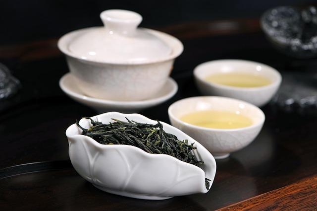 El té negro contrarresta la acidez y elimina el dolor