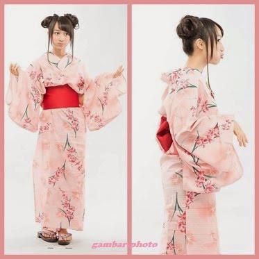Ayana Shahab memakai Kimono
